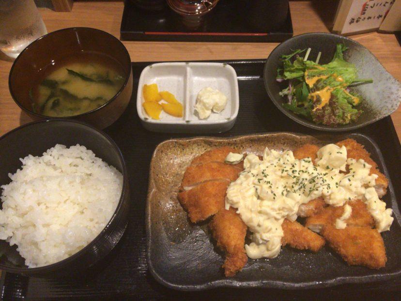 [C]堺筋本町駅近くにあるいちおく地鶏屋でチキンカツ南蛮ランチ。