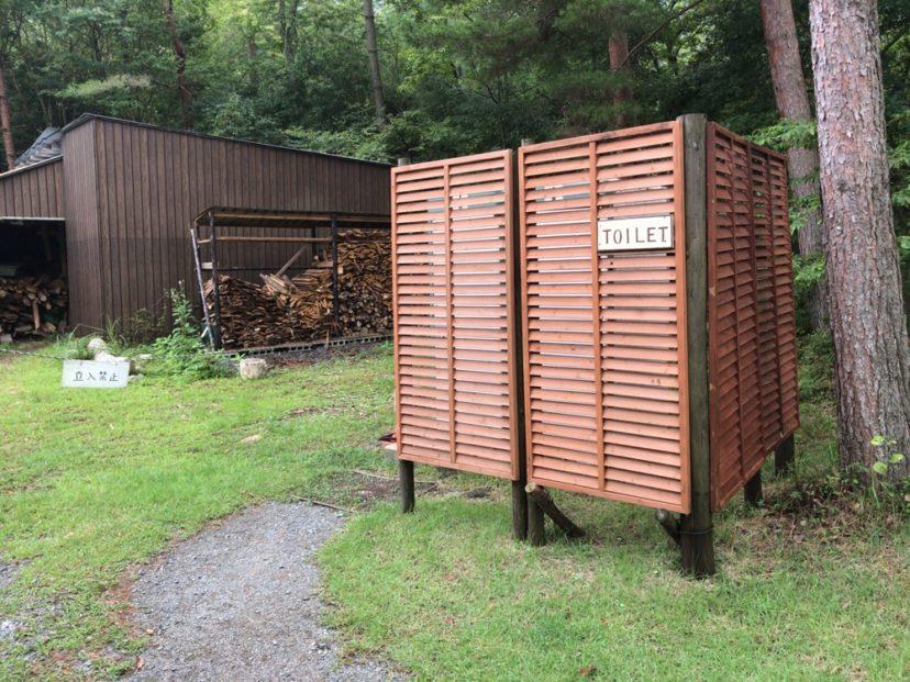 自然の森ファミリーオートキャンプ場の男子トイレ